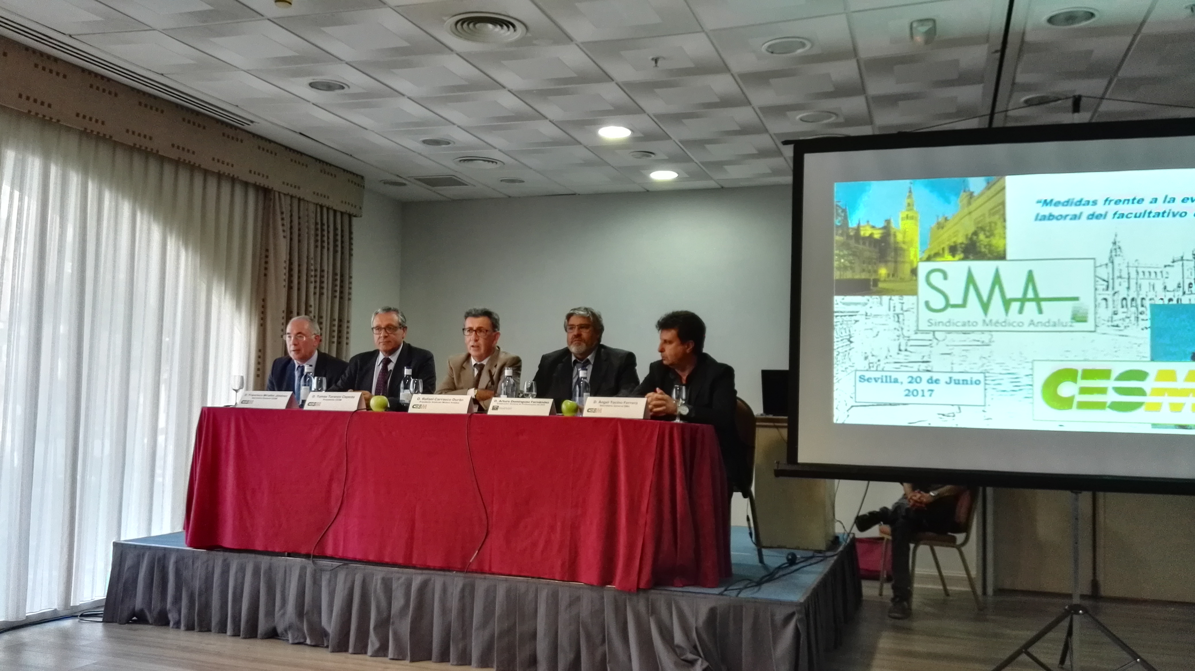 Francisco Miralles, secretario general CESM; Tomás Toranzo, presidente CESM; Rafael Carrasco, presidente SMA; Arturo Domínguez, subdirector general de profesionales del SAS; Ángel Tocino, secretario general SMA.