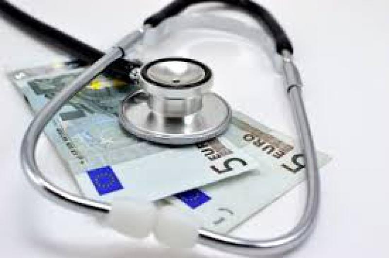 Las retribuciones de los médicos son bajas y hay grandes diferencias entre las comunidades autónomas.