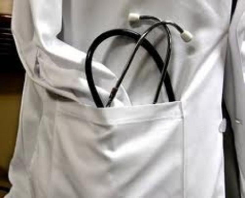 Los médicos ganarán entre 18 y 99 euros más a partir de este mes. Y encima tendremos que dar las gracias...