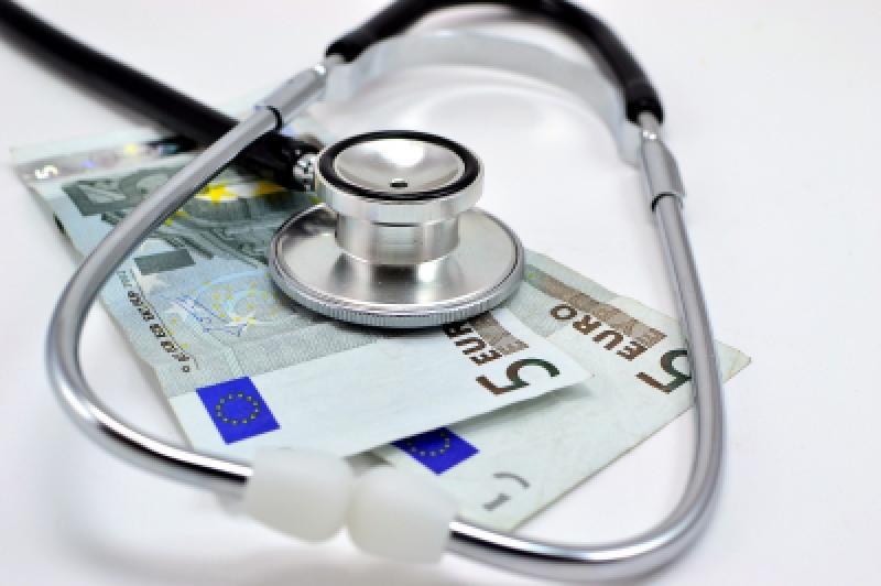 El médico de hospital ha perdido hasta 20.000 € en 5 años, según la OMC