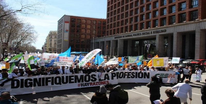 La lucha por la recuperación de derechos reúne a miles de médicos en Madrid.