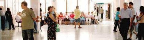 La OMS suspende a la Atención Primaria española en sueldo y edad media.